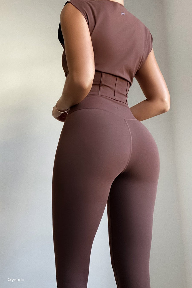 Venus V-Back Leggings - Chocolate - MESHKI