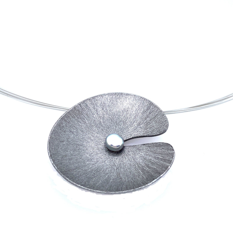 Gray Lilypad Wire Necklace
