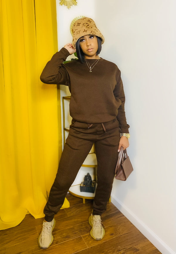 Chocolate Brown Sweatpants Set. Beautiful rich brown 2-piece set. Very soft. Drawstring pants with deep pockets. Sweatshirt has pockets as well.