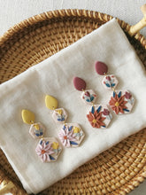 Load image into Gallery viewer, Polymer Clay Earring - From Dawn to Dusk (Dawn) - Thehappyslabs