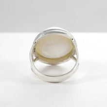 Load image into Gallery viewer, Genuine round white mabe pearl ring set in 925 sterling silver, 15mm round mabe pearl ring - SUVARNASILVERCO.,LTD