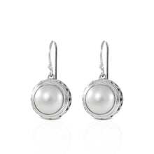 Load image into Gallery viewer, Chain frame round dangle drop earrings with genuine white mabe pearl set in bali handmade 925 sterling silver, beautiful earring for women - SUVARNASILVERCO.,LTD