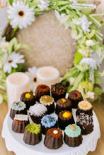 Load image into Gallery viewer, Luscious Canelés Sharing Box(16pcs)