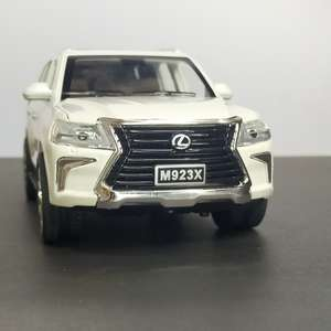 Metal Body Lexus 570 1:24 Scale (With Light and Sound)