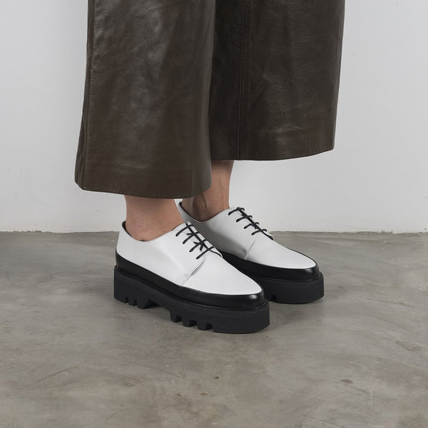 STEP UP - White Leather Two Toned Creepers