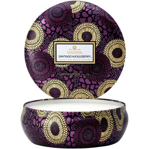 3 WICK CANDLE IN DECORATIVE TIN SANTIAGO HUCKLEBERRY