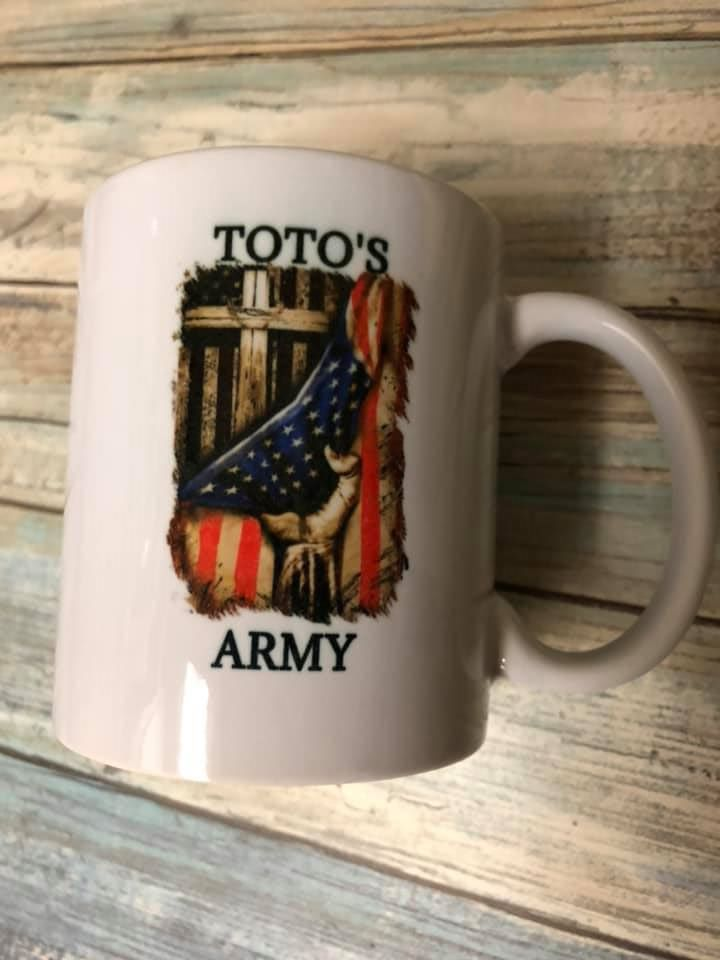 Toto's Army with flag and cross Mug TAPS 2021