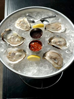 Ph via Pinterest    Oysters // Ostras