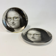Load image into Gallery viewer, Black and White Mona Lisa Face Plates - Glasses
