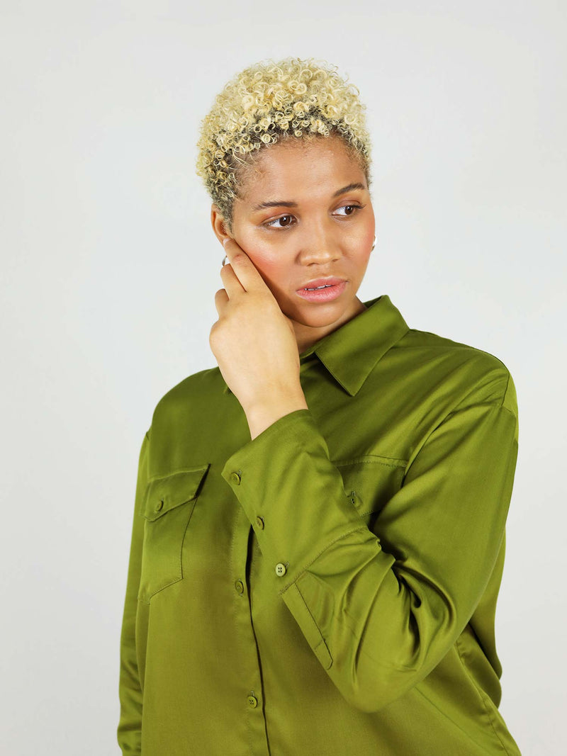 Close up of size XL classic-oh shirt in autumn green. 100% Tencel fabric, making it easy to move around in the shirt. Two front large pockets, easy to button up.