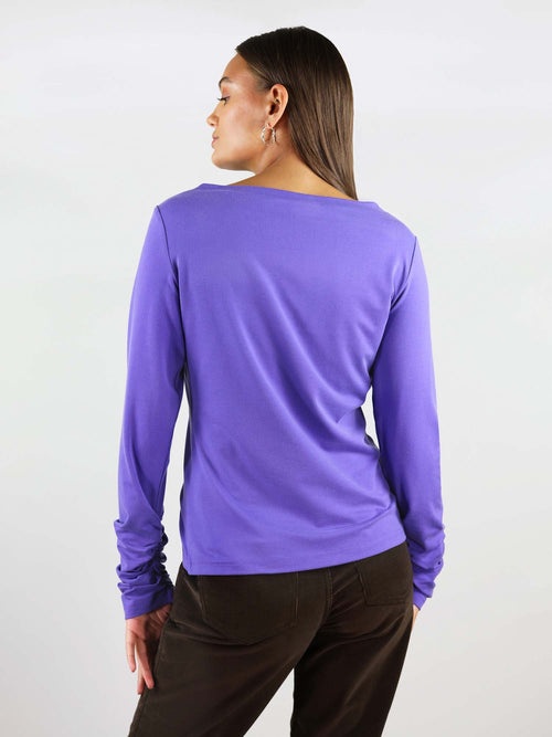 The Sunday blouse has comfortable, regular fit and extra long sleeves. Round neck and comes in colour purple.