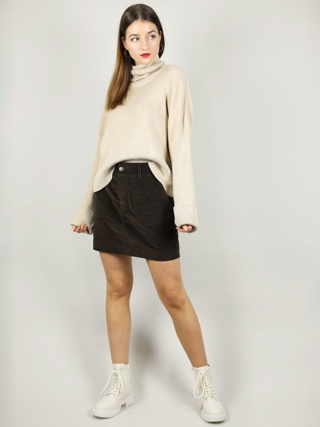 The turtleneck in beige is very cosy and made from 100% organic cotton. It is very comfortable with slightly loose fit and extra long roll neck and sleeves.