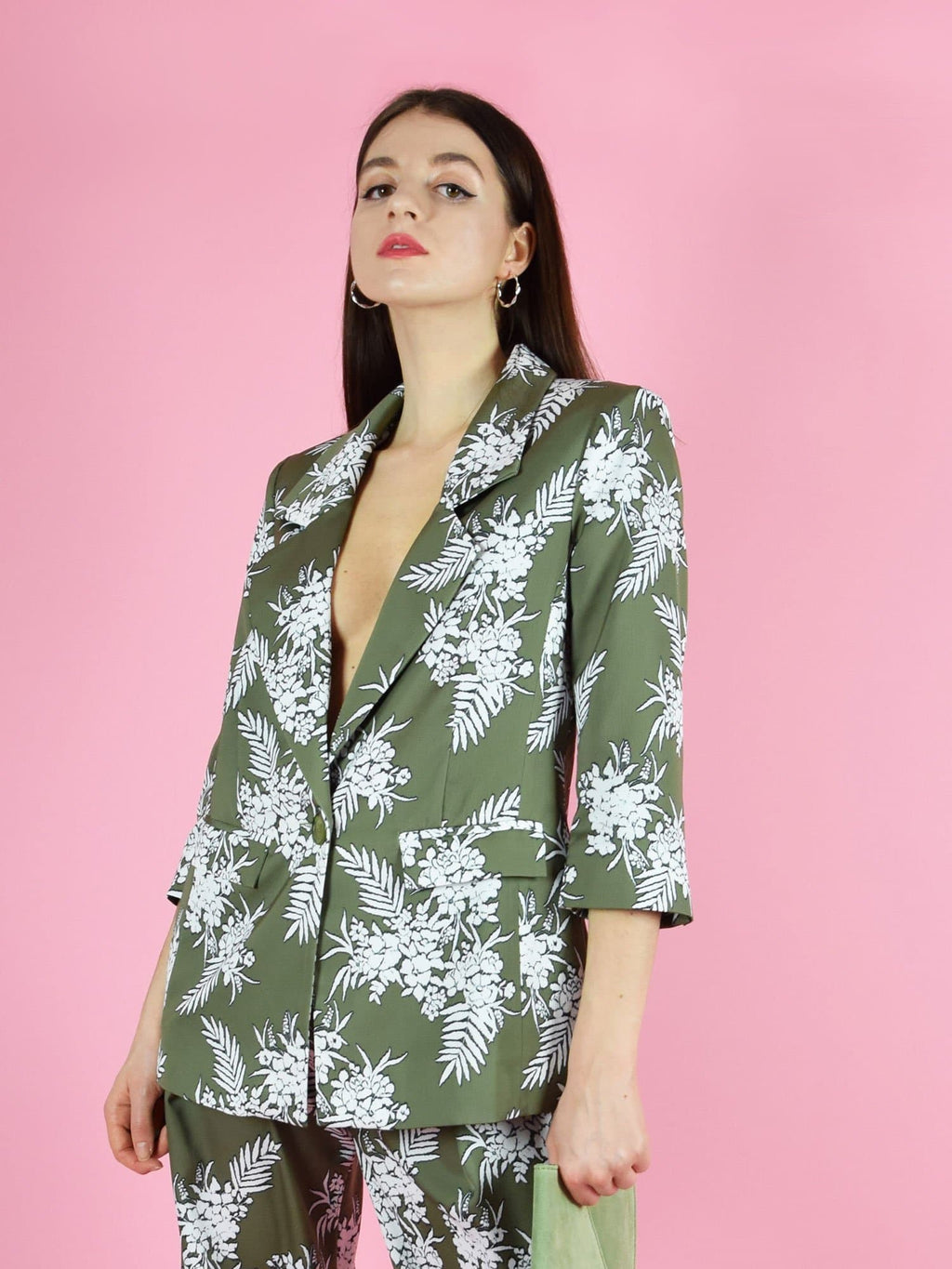The girlboss sustainable longline blazer by blonde gone rogue. The blazer has a loose, oversized fit and two front pockets.