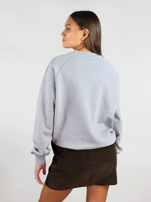 Slightly oversized fit, the warm & cosy organic sweatshirt is comfortable and has soft touch. Long raglan sleeves and hips length.