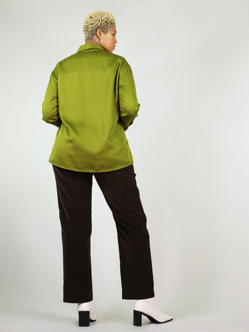Classic-oh shirt, back in XL size. Autumn green colour and overall comfortable, lose fit. Breathable, stretchy fabric giving relaxed shoulders and collar.