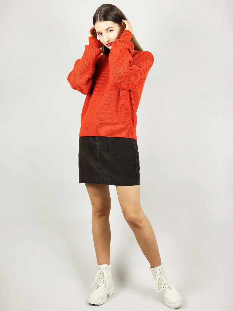 Tomato red organic sweater has a slightly oversized fit and warm knit. It also has a crew neck and long sleeves.