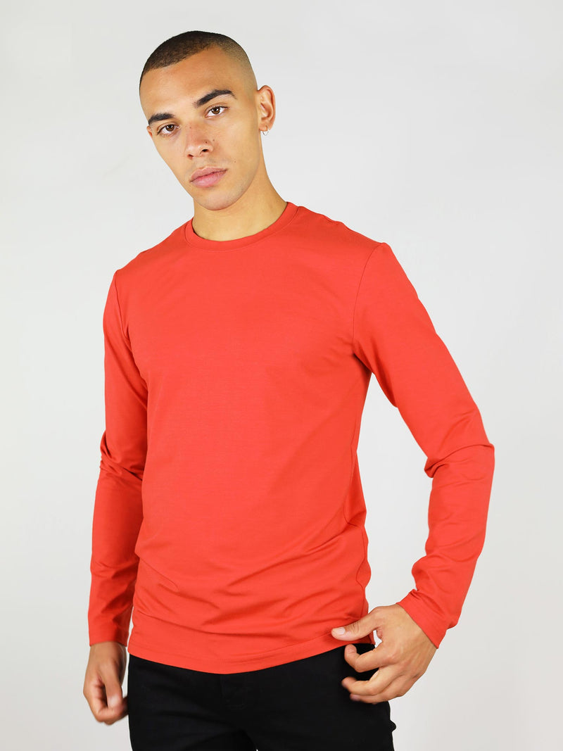 Men's long-sleeve tee in red is a casual and warm everyday wear. It has regular fit and crew neck, made from heavy-weight material, guaranteed to keep you warm.