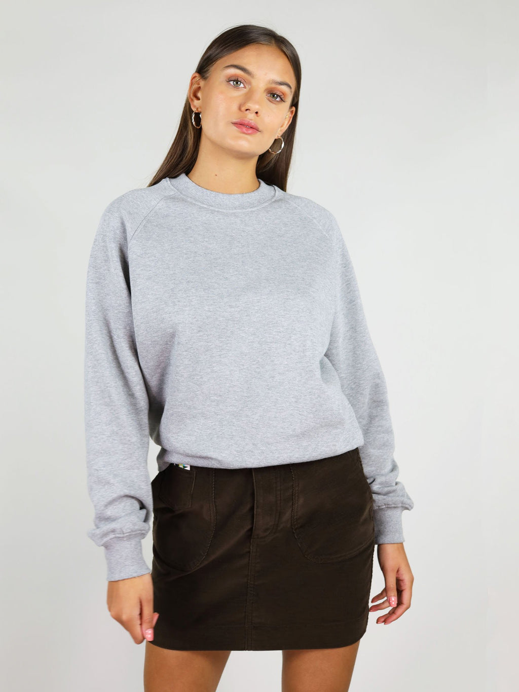 The warm & cosy organic sweatshirt in grey is a great basic piece for winter. It is very soft with slightly oversized fit, raglan sleeves and crew neck.