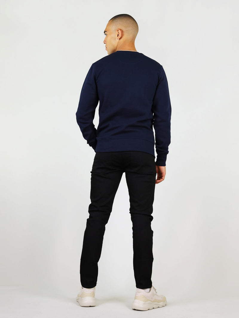 Back view of the thunder organic sweatshirt in colour navy blue. It is soft to the touch and has crew neck. Slightly oversized and has raglan sleeves.