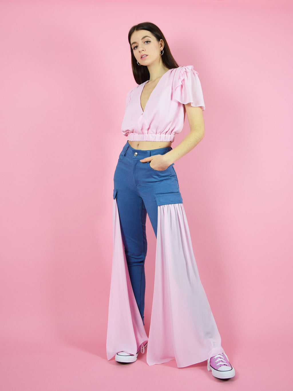 An amazing summer outfit by blonde gone rogue - the wildflower surplice crop top and the sustainable high-waisted skinny jeans with detachable veils on the side. They come in pink.
