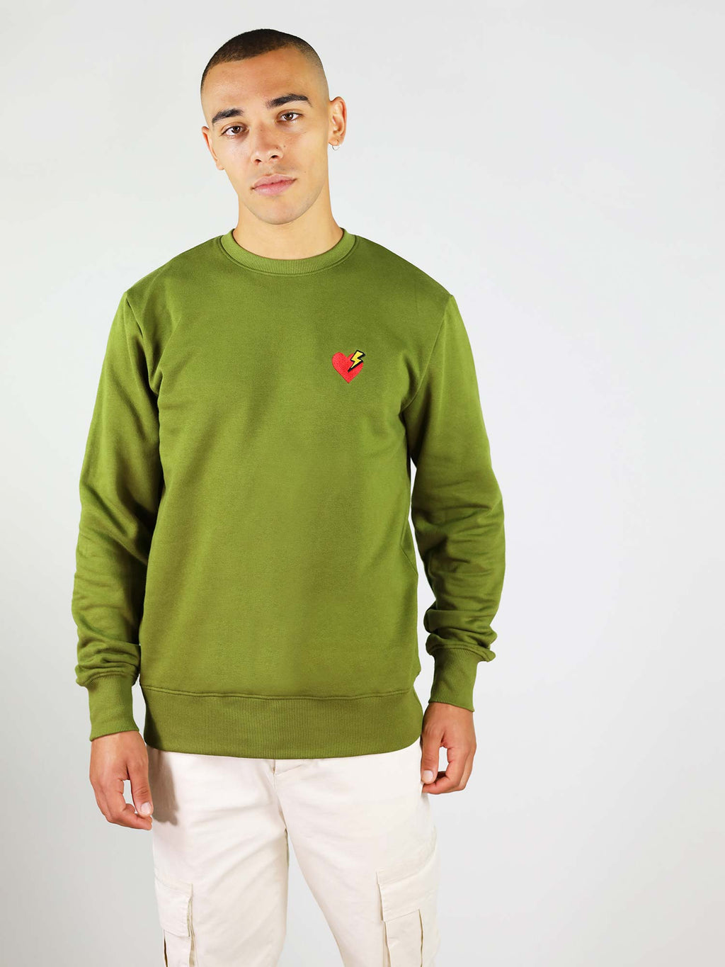 Green heart and thunder sweatshirt. Regular fit and soft touch and heart and thunder embroidery on the chest.