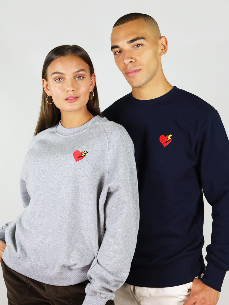 The heart organic sweatshirt in navy is perfect for both ganders and comes in different colours. It is made from 100% organic cotton, extremely soft. Heart and thunder embroidery on the left side and crew neck.