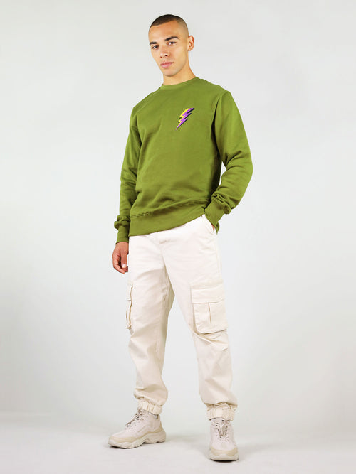 Slightly oversized fit, the thunder organic sweatshirt will keep you warm. It comes in green and it is 100% made from organic cotton. It has crew neck and thunder embroidery on the chest.