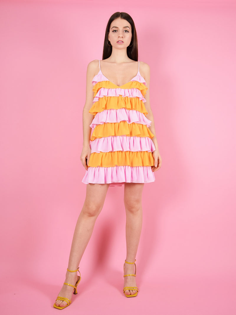 The summer affair mini dress is a cute and colourful dress in pink and orange! It is made from 100% sustainable, up-cycled materials and has adjustable shoulder straps for perfect fit. The party dress is perfect for dinners and summer fiestas.