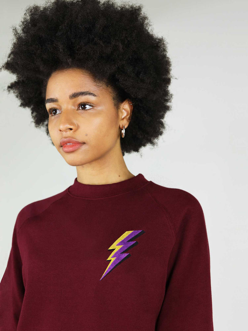 The thunder organic sweatshirt in deep burgundy has slightly oversized fit and it is made from 100% organic cotton. Crew neck and raglan sleeves.