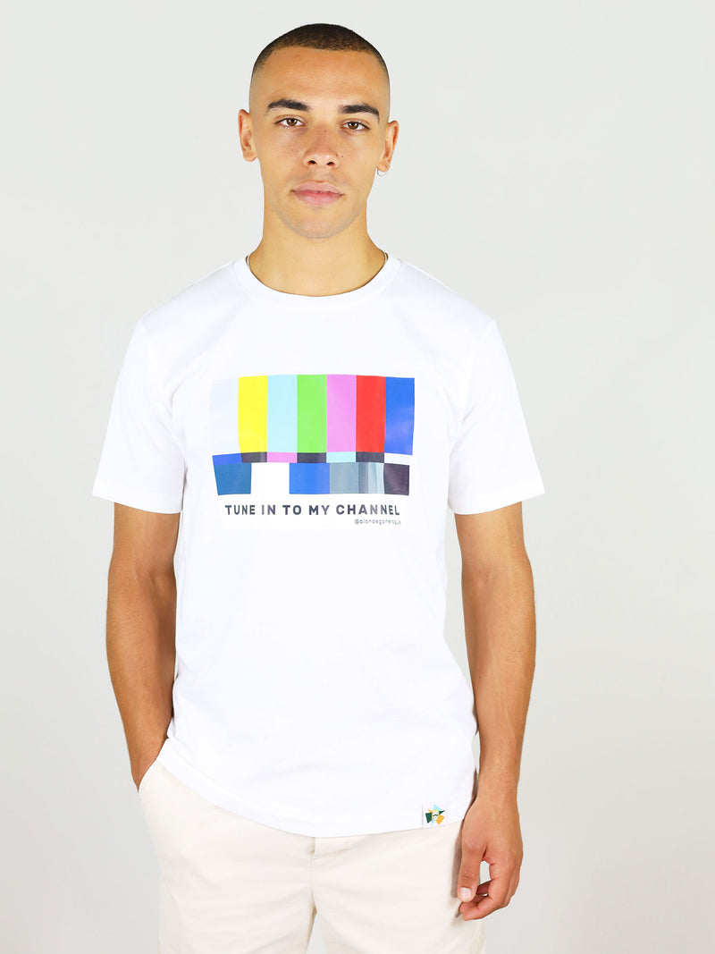 Tune in print on organic cotton men's tee in white