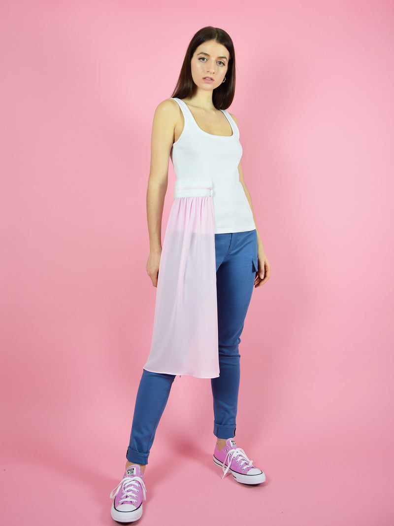 blonde gone rogue's summer breeze jersey tank top with pink veil. The top comes in white and the veil is detachable - giving the top a cool detail. It is paired with the wildflower skinny jeans.