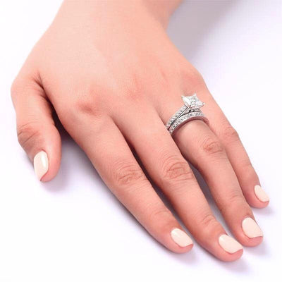 bague-or-blanc-avec-diamants-et-diamant-princesse