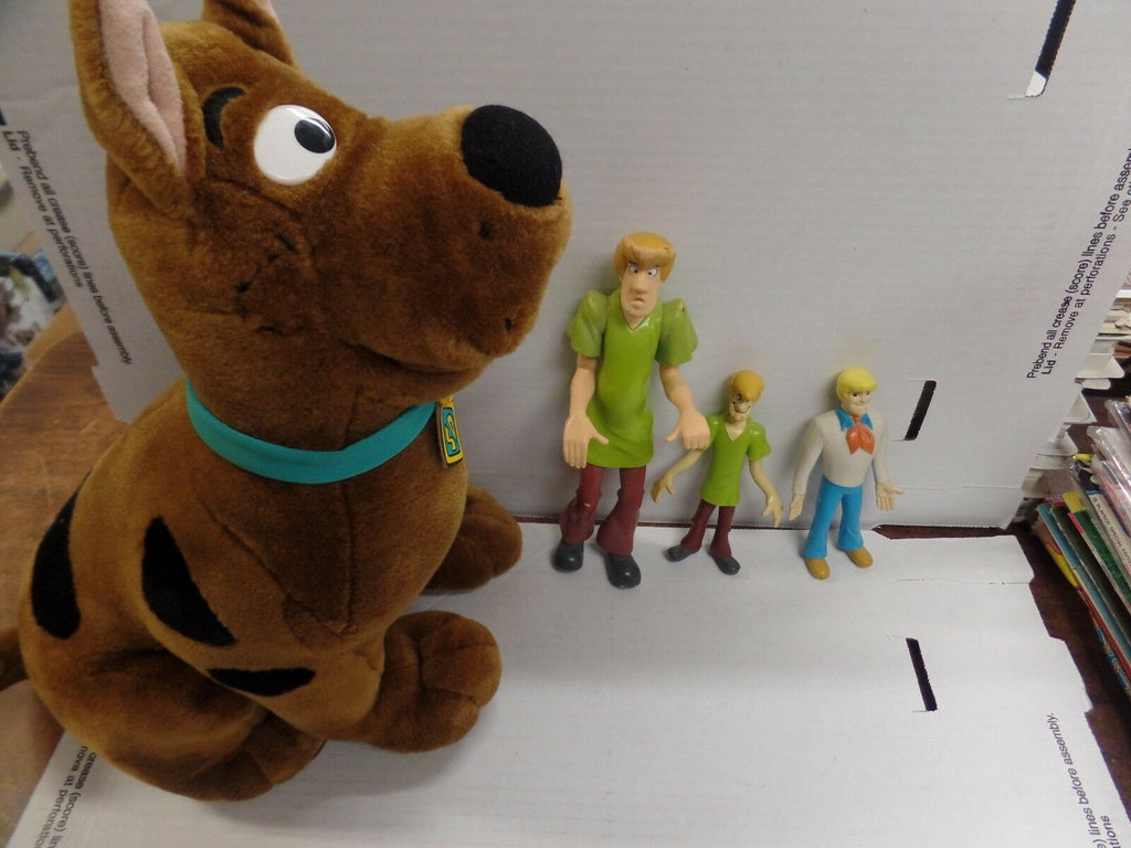 Scooby Doo lot of 4, 2 Shaggy, Fred and Scooby 102516DBL