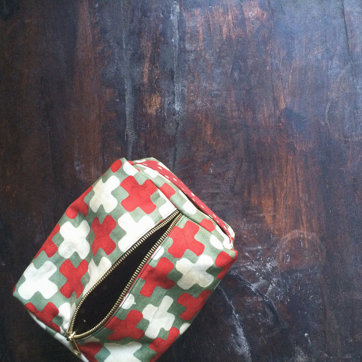 simple lined dopp kit