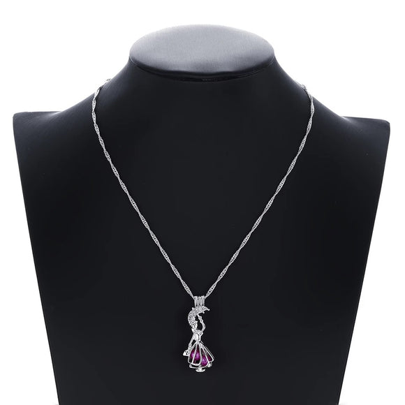 DDLGVERSE Mary Poppins Jewelled Necklace on Mannequin