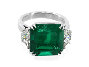 Kazanjian Colombian Emerald, 8.81 carats, and Diamond Ring, in Platinum