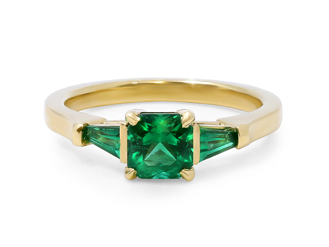 Kazanjian Emerald Ring in 18K Yellow Gold