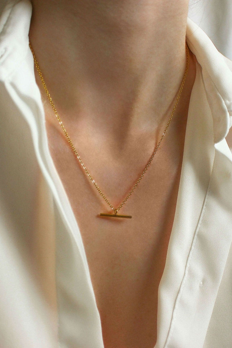 18k Gold Fine T-Bar Pendant Chain Necklace HAUS OF DECK