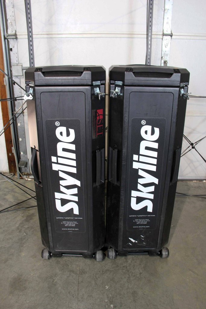 Black Skyline Mirage Transporter Trade Show Carrying Case - Used (PreOwned)