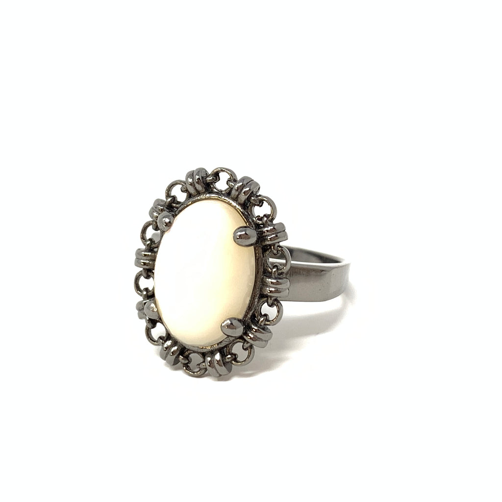 Ring Aperitivo 14x10mm Mother of Pearl Cabochon Black Rhodium