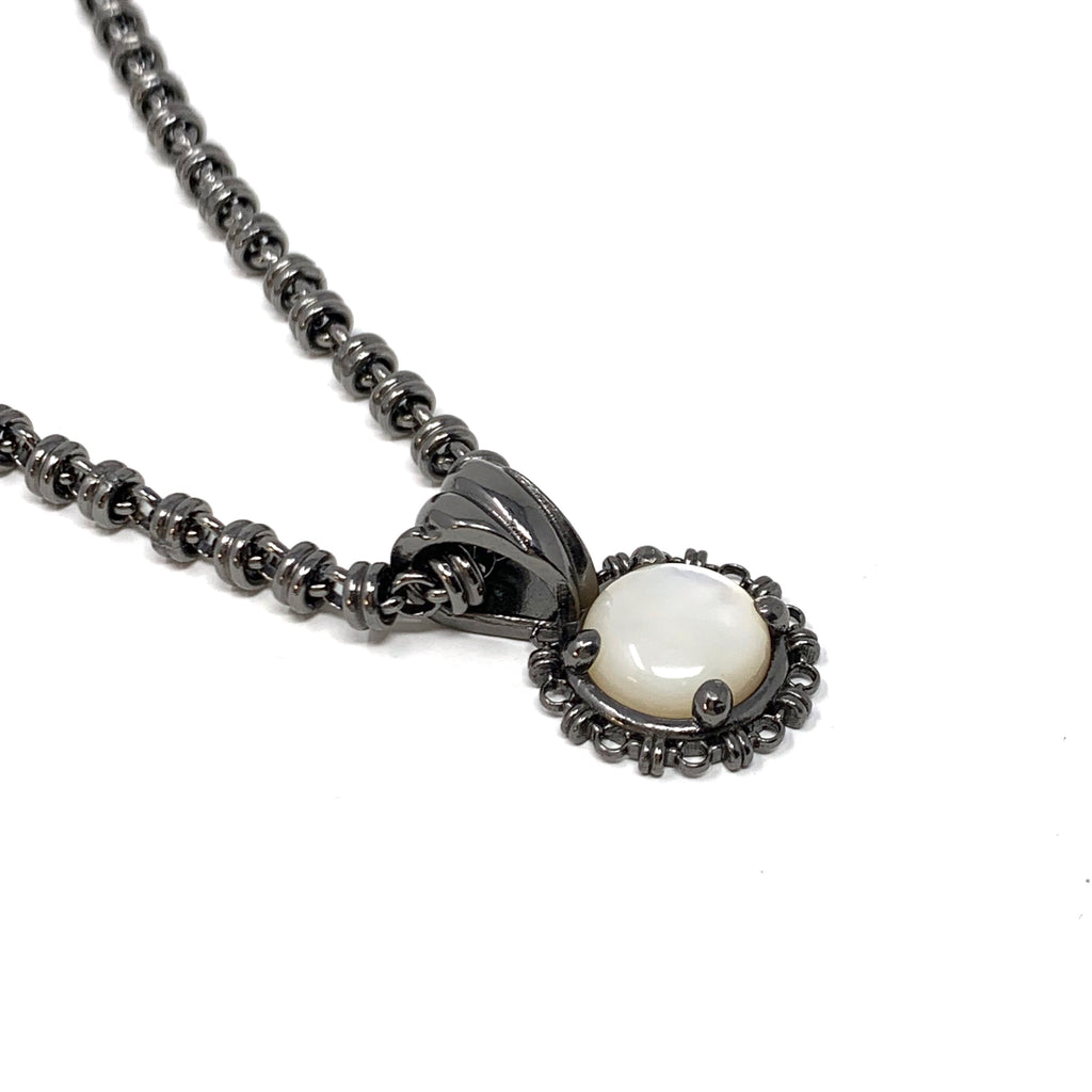 Pendant Filary 10mm Mother of Pearl Cabochon Black Rhodium