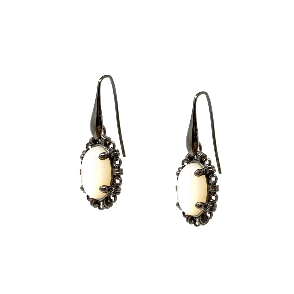 Earrings Aperitivo 14x10mm Mother of Pearl Cabochon Ruthenium