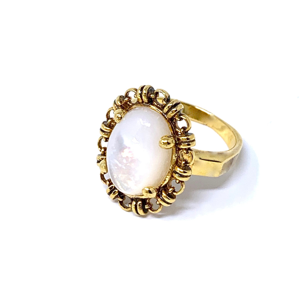 Mother of Pearl Aperitivo Ring (10x14mm - Antique Gold)