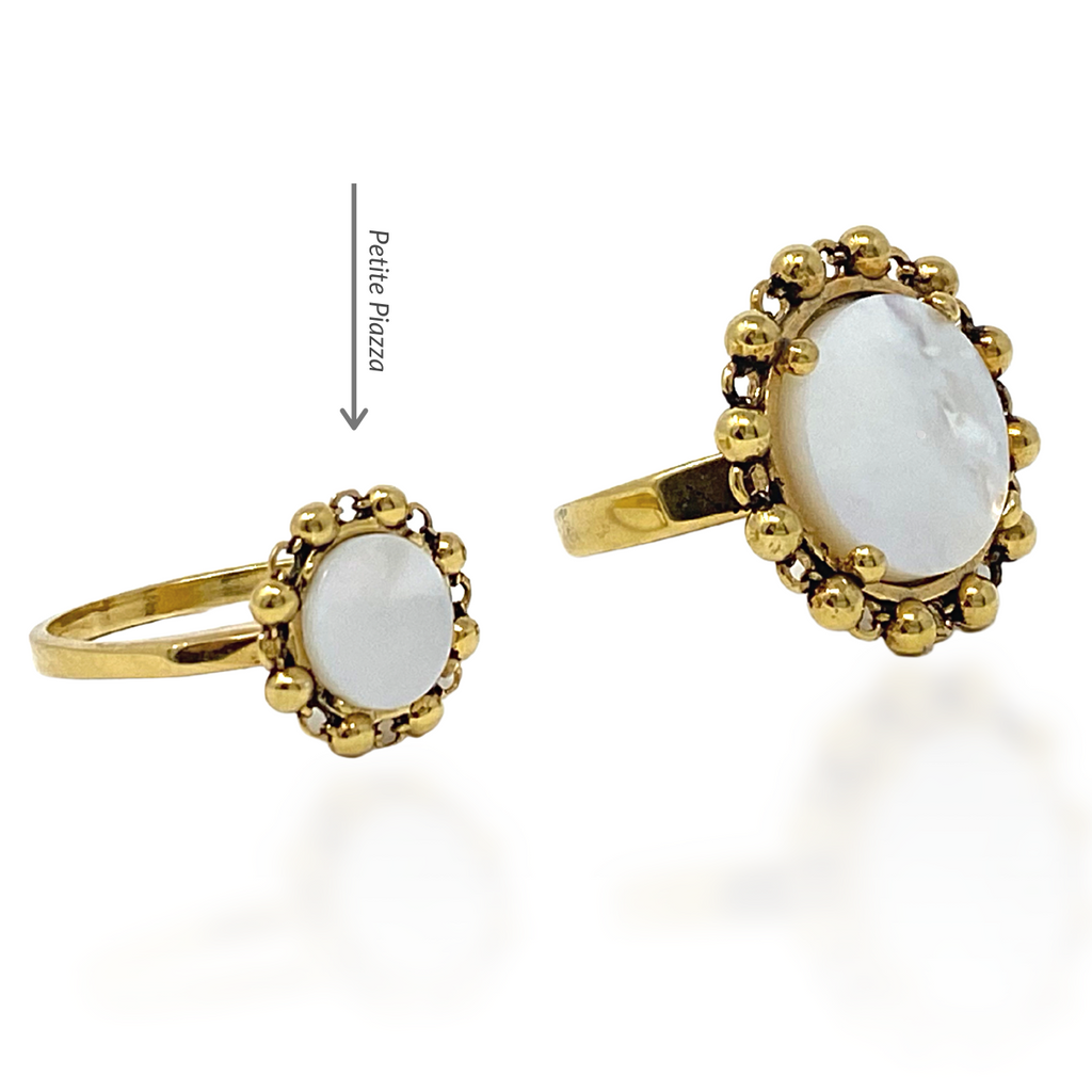 Petite Piazza Ring in Gold with Mother of Pearl