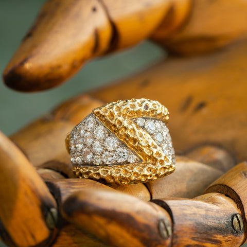 KUTCHINSKY HAND FORGED 18K YELLOW GOLD AND 2.80CTS. TRANSITIONAL CUT DIAMOND RING c.1970s