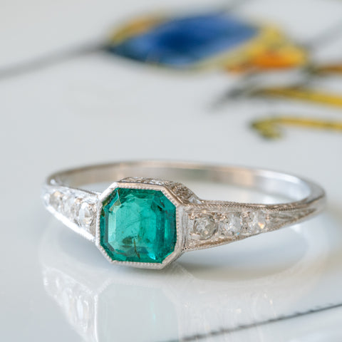 ART DECO PLATINUM AND 1.0 CTS. COLOMBIAN EMERALD AND DIAMOND RING c.1925