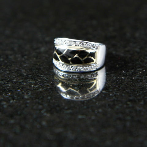DeAcoma Tapered Ring with Scalloped Inlay