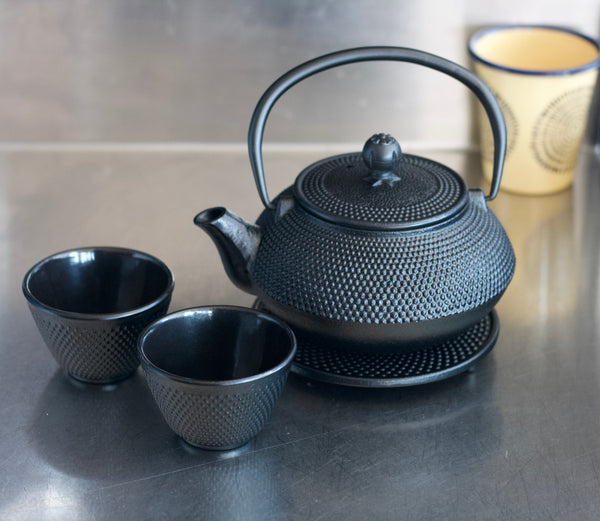 avanti hobnail teapot and cups