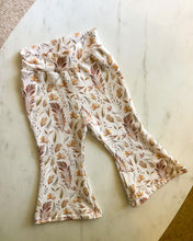 Load image into Gallery viewer, Floral flare pants