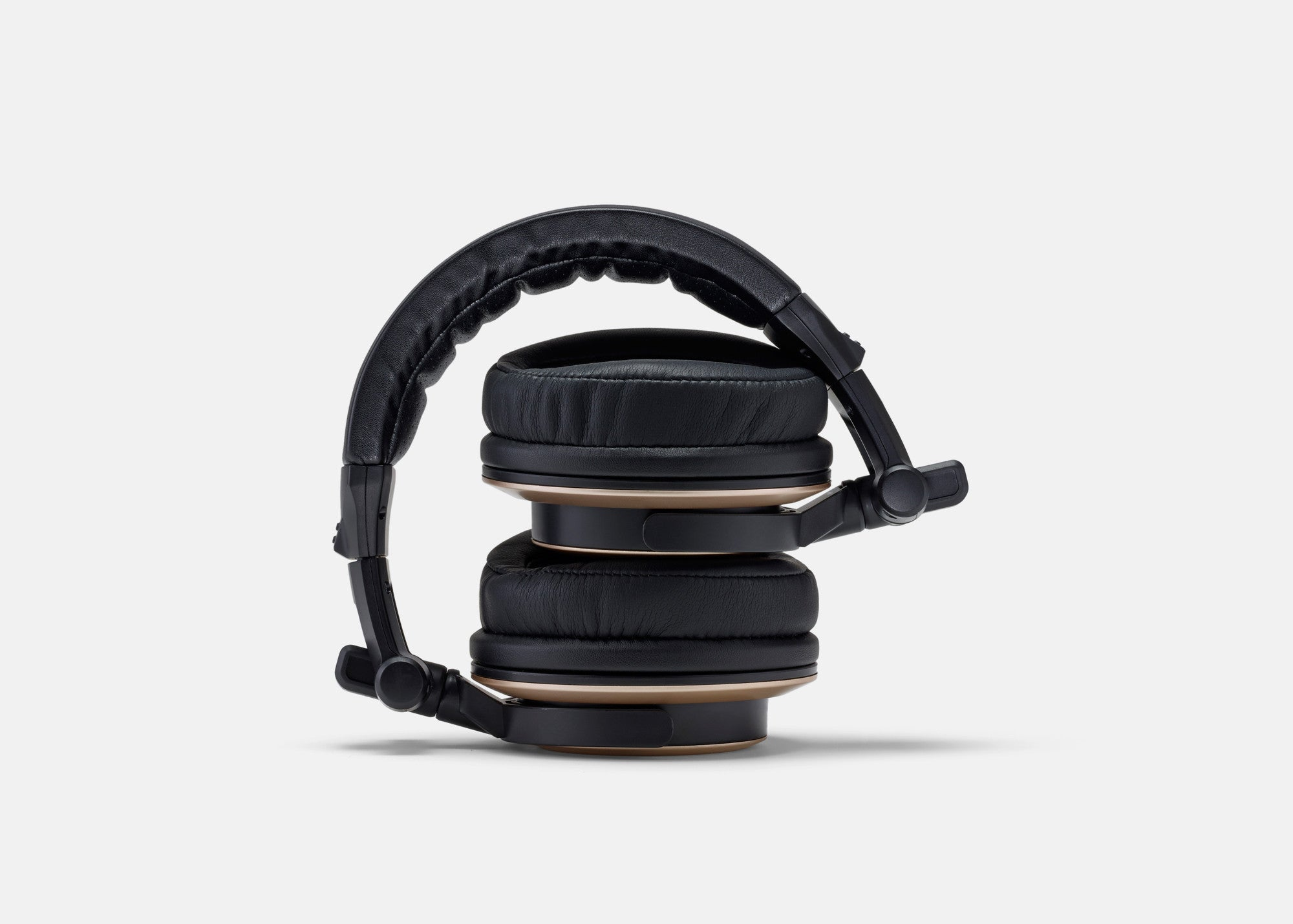 CB-1 Headphones – Folded